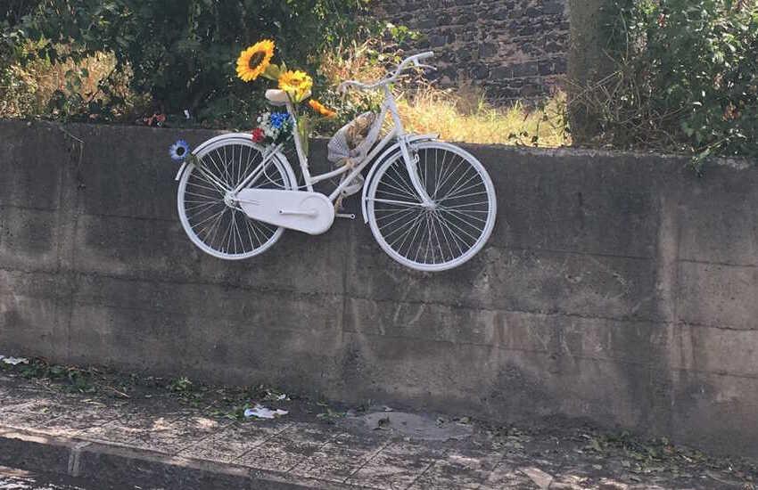 Rimosso dal Comune il cartellone pubblicitario che copriva la Ghost bike di Joshua La Rosa