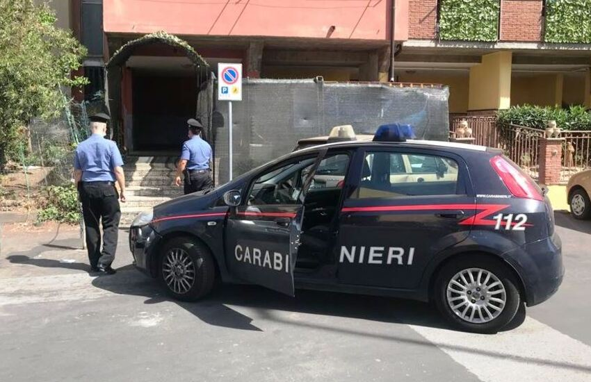 Via Capo Passero, pusher tenta la fuga a piedi ma viene bloccato e arrestato dai Carabinieri