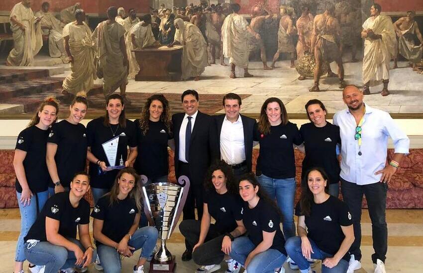 Le ragazze dell'Ekipe Orizzonte a Palazzo degli Elefanti, festa per il 21° scudetto