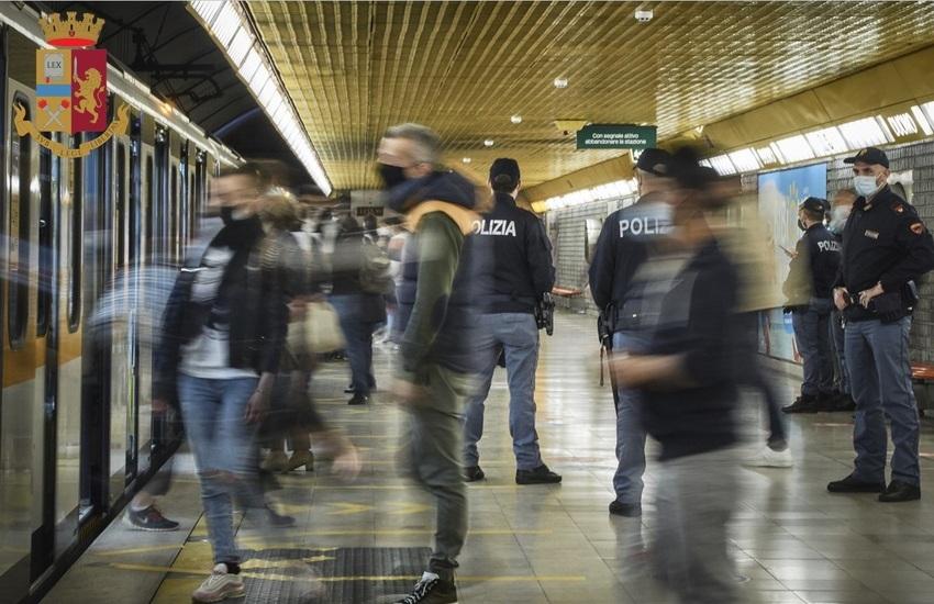 Milano: Chiedevano soldi per comprare droga, 17 allontanati da metro Gialla