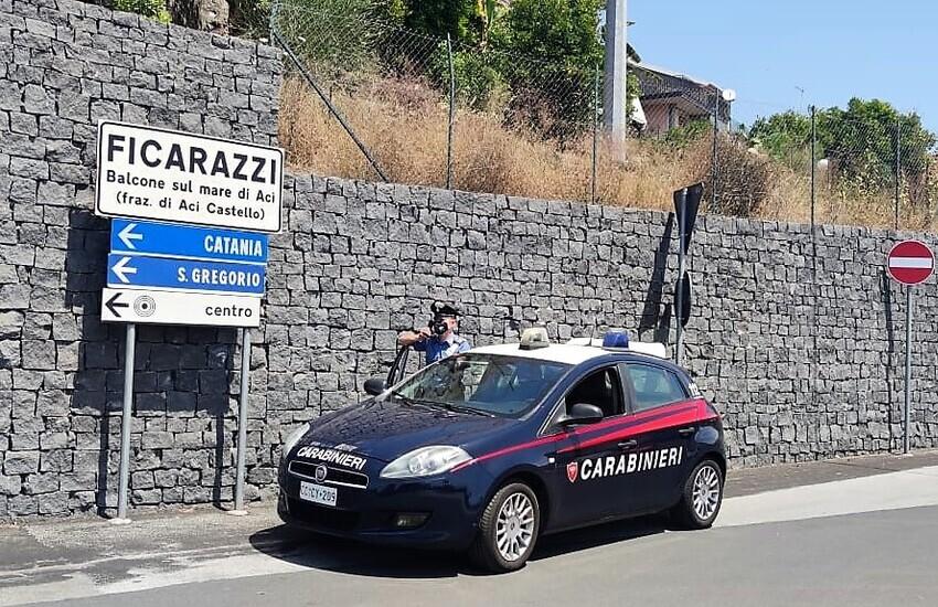 Aci Castello, stavano per svaligiare un'abitazione a Ficarazzi, presi
