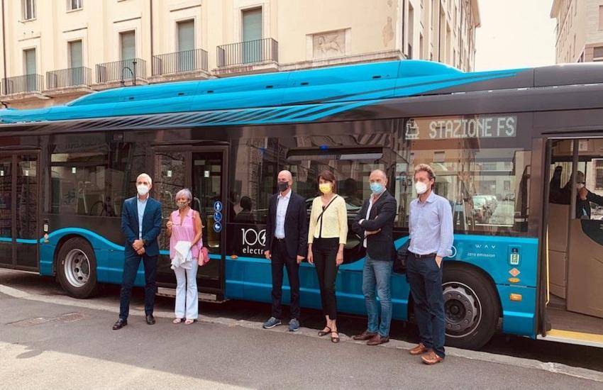 Presentato a Livorno il nuovo bus elettrico IVECO E-Way da 12 metri