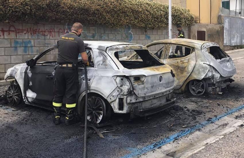 Cicciano, in fiamme due auto di dirigenti del Comune (VIDEO)