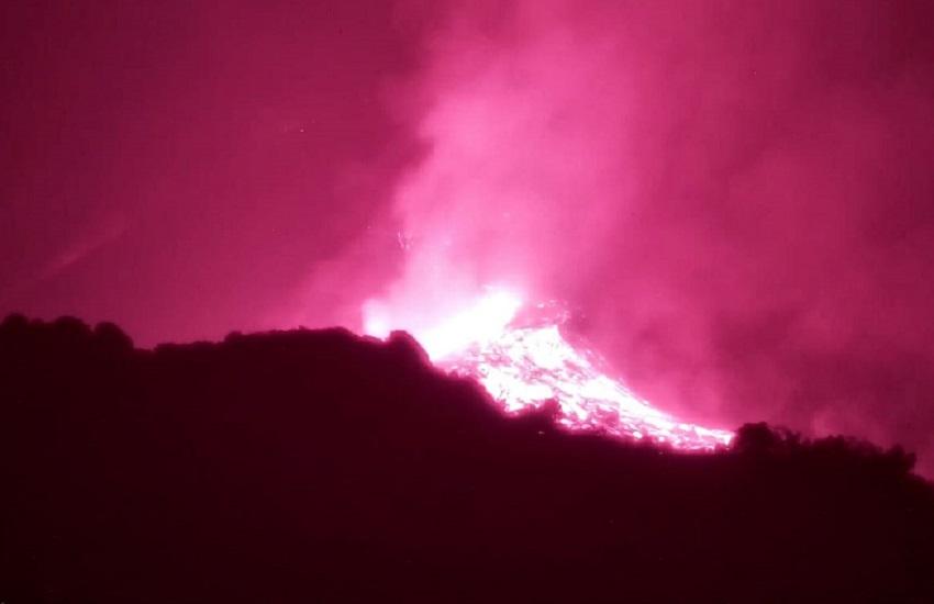 Etna, trabocco lavico nel versante meridionale Cratere Sud-Est