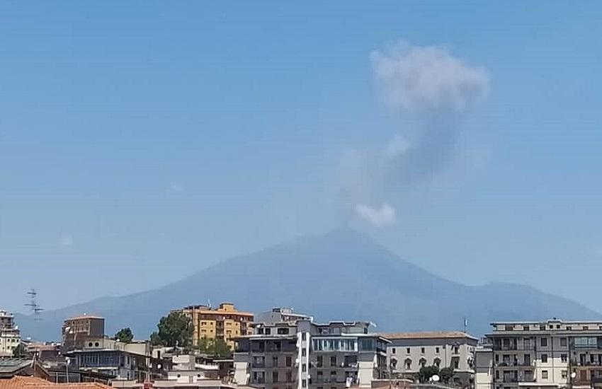 """Attività Etna con sorgente al Cratere di Sud-Est, Ingv: """"Emissioni cenere a intermittenza"""""""