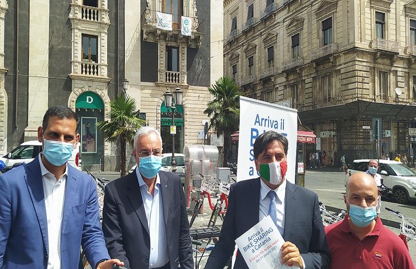 A piazza Stesicoro inaugurato il servizio di bike sharing – FOTO e VIDEO