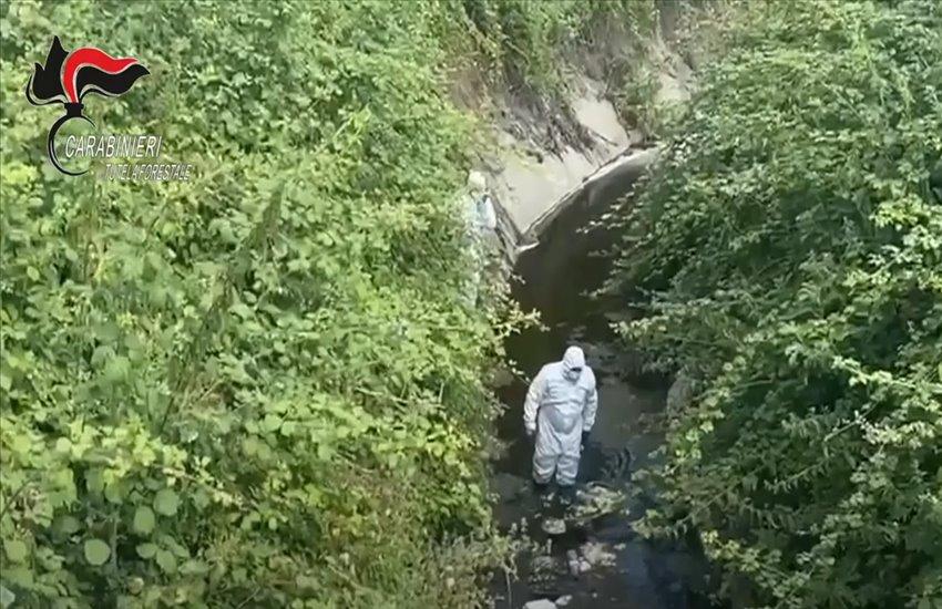 """Marigliano controlli dei carabinieri ai """"Regi Lagni"""", canali bloccati da rifiuti di ogni genere (VIDEO)"""