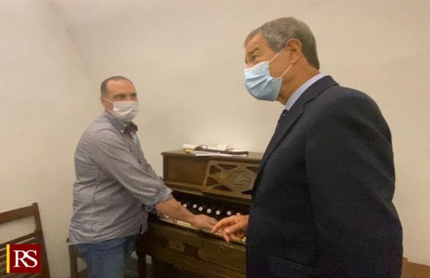 Chiusa Sclafani – Musumeci incontra organista e promette restauro dello strumento