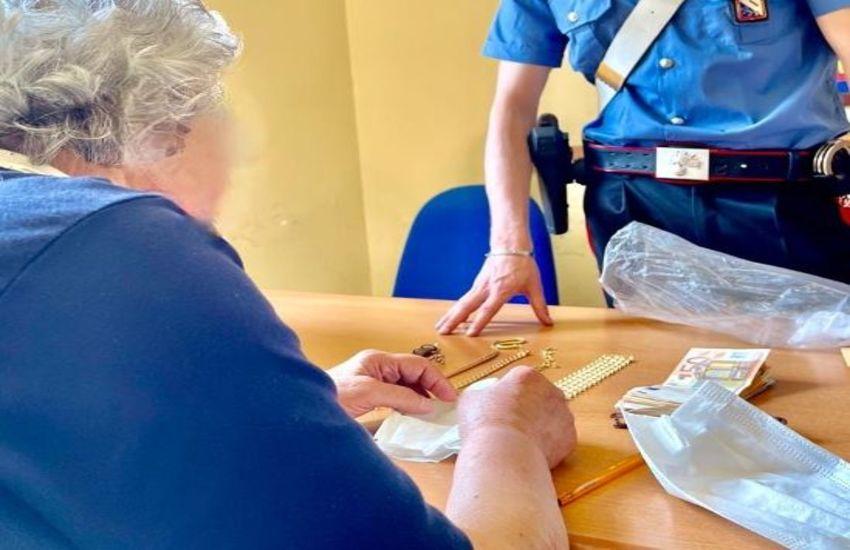 """""""Siamo delle Poste, ci deve 6.000 euro"""". Truffata 91enne di Sorrento che cede in pegno addirittura la fede nuziale"""