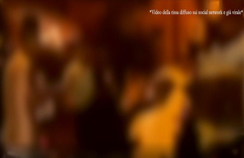 Rissa tra giovanissimi a Bacoli a colpi di casco e coltelli, esplode la violenza più insensata nel weekend (VIDEO)
