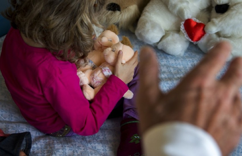 Latina, a processo il 79enne accusato di molestie sessuali su una bimba di 9 anni