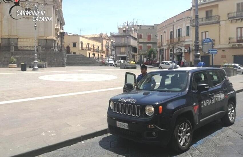 Biancavilla, piazza Roma diventa un campo di battaglia, cinque arresti e due denunce per rissa