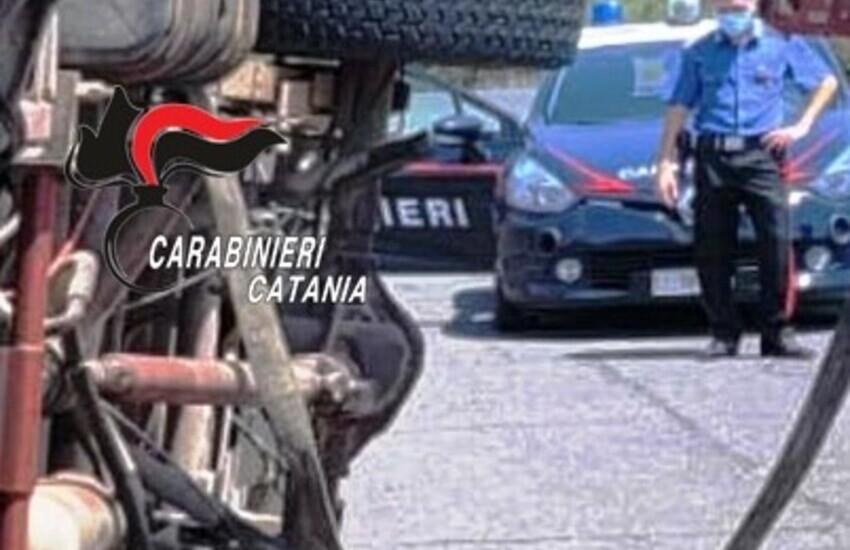 Camporotondo Etneo, 52enne di San Pietro Clarenza ruba un'auto ma nell'inseguimento si schianta con il camion