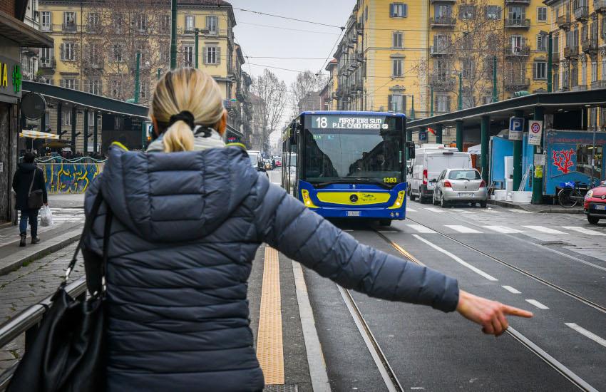 Piemonte, trasporti: da oggi mezzi pubblici all'80% della capacità
