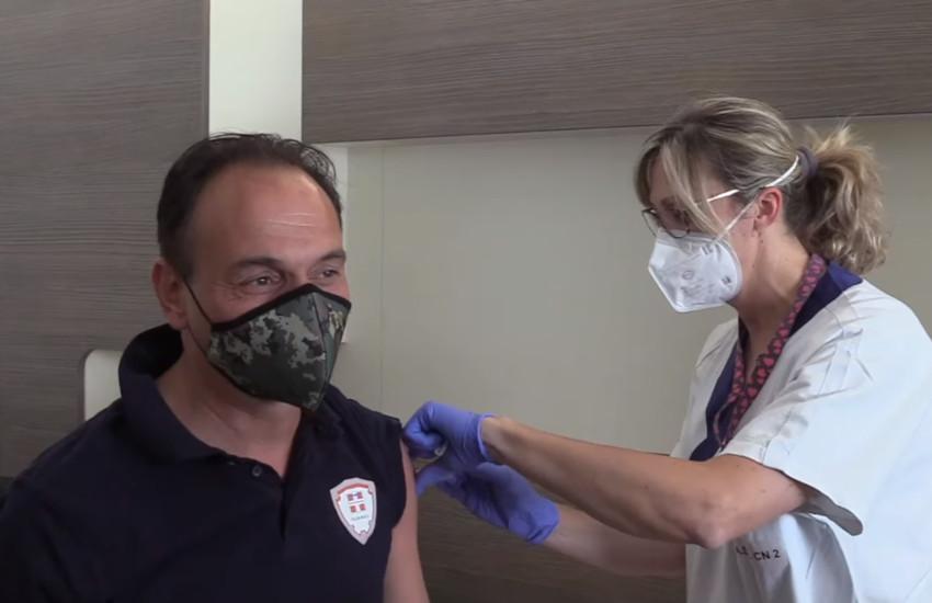 """Cirio vaccinato all'hub di Verduno (CN): """"la scienza salva la vita"""""""