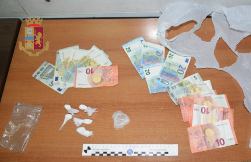 Cocaina confezionata in auto per i clienti. Arrestato per spaccio 46enne