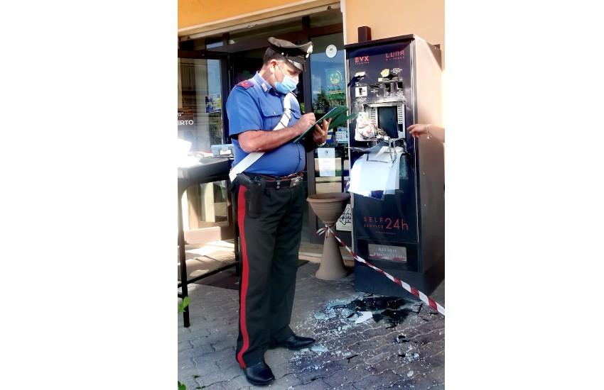 Sorpreso a scassinare la gettoniera di un distributore automatico di Minturno: denunciato