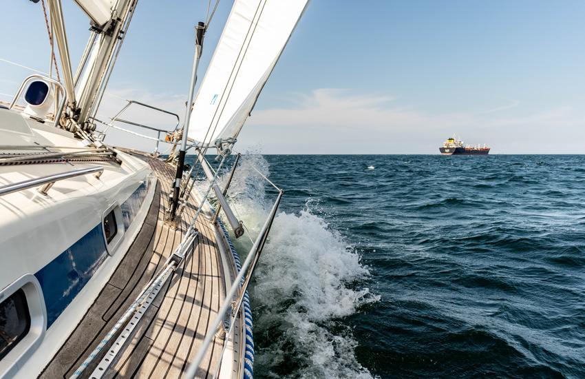 Dogana – Sequestrata barca a vela a Palermo per evasione