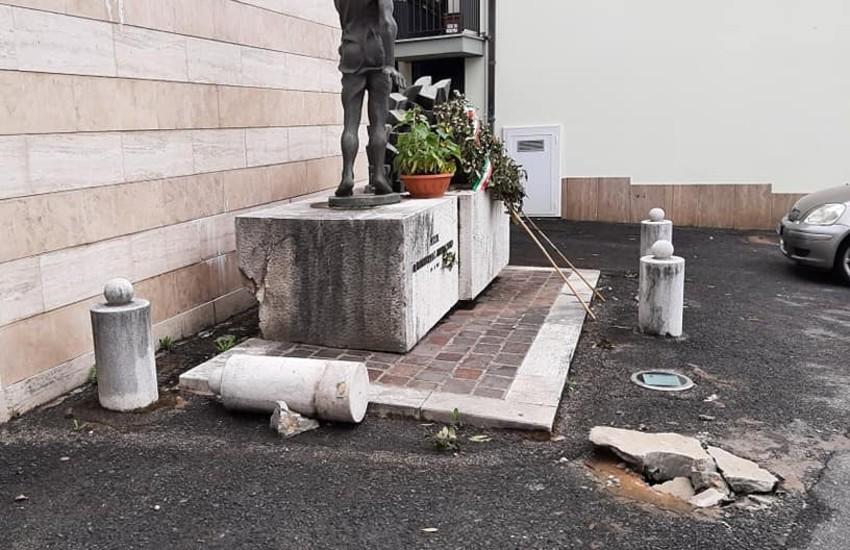 Sezze, danneggiato il monumento in memoria di Luigi di Rosa