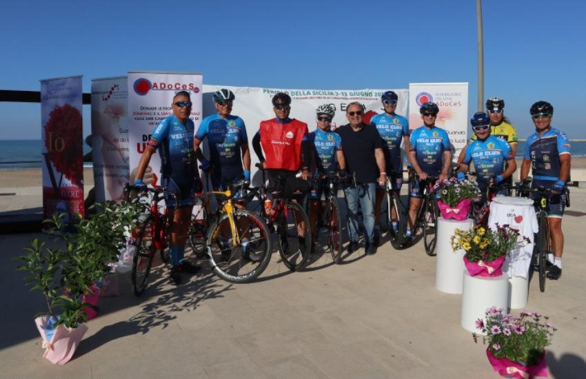 Gela, terza tappa del Periplo della Sicilia. Il biker del dono accolto dai volontari
