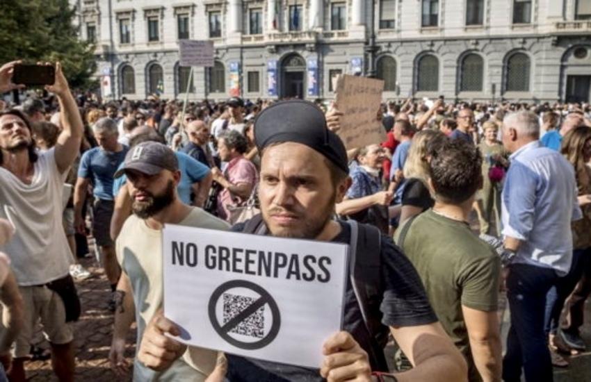 Milano: Centinaia in corteo contro il Green Pass