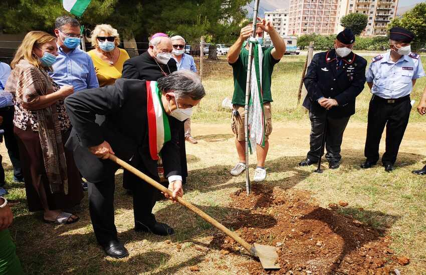 """Parco Uditore – Una quercia in memoria delle vittime Covid, Orlando: """"Ricordare è un dovere"""""""