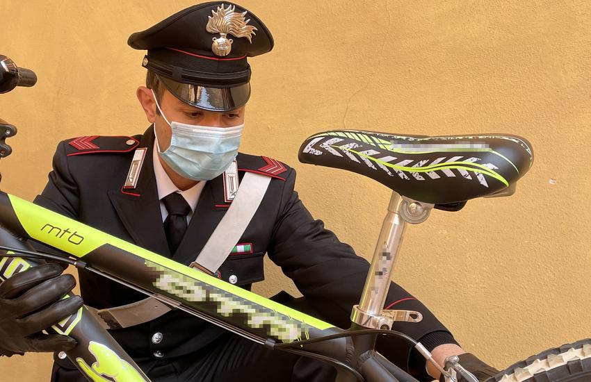Bologna: 22enne denunciato per estorsione