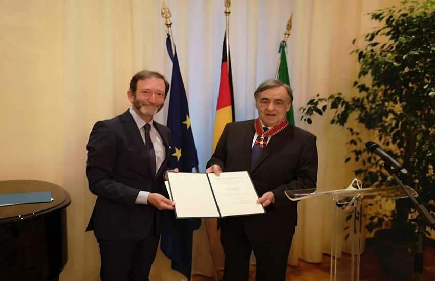 Immigrazione – Leoluca Orlando riceve più alta onorificenza tedesca dall'ambasciatore
