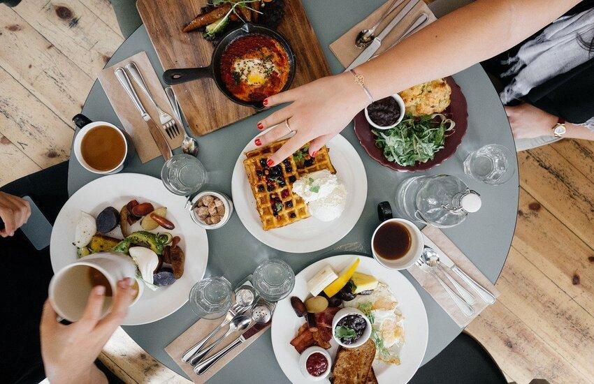 Covid: Regioni, 'Green pass per ristoranti solo fuori zona bianca'