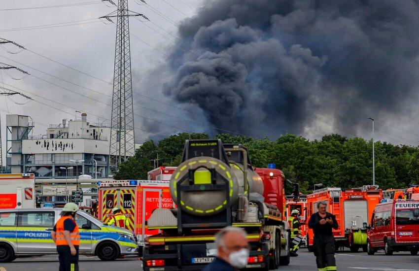 Germania, esplosione in parco chimico: 1 morto, 4 dispersi e 16 feriti