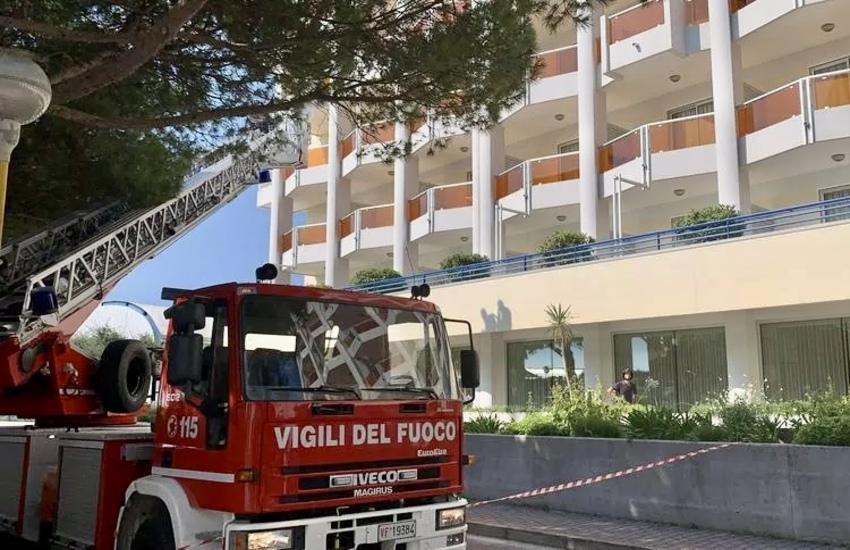 Per sfuggire ai Carabinieri precipita da quinto piano e muore