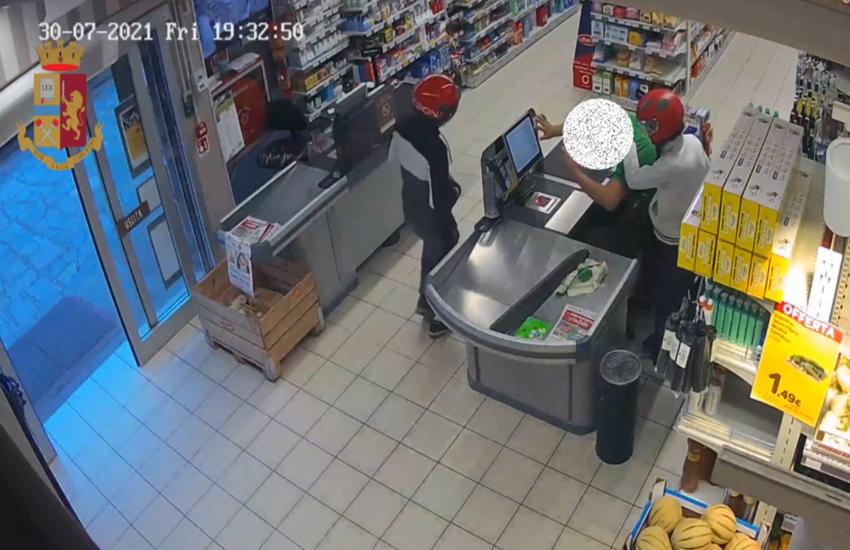 Milano: Rapinano supermercato in Comasina, due arresti