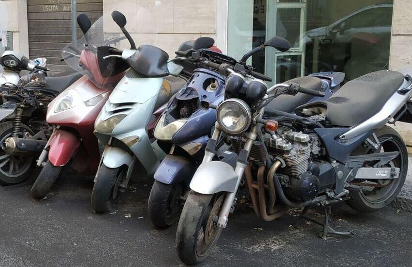 """Borgo-Sanzio: """"Più di quattrocento mezzi a due ruote abbandonati nel quartiere"""""""