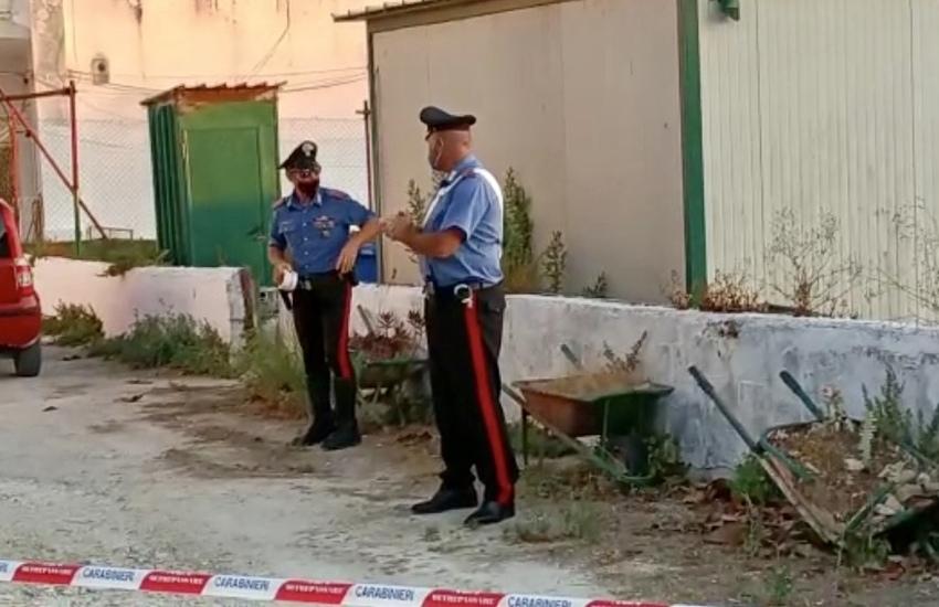 Taranto: Colto da raptus, uccide la moglie a coltellate e tenta il suicidio