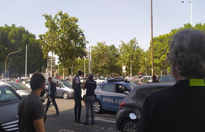 Tensione a Piazza Giovanni Verga, extracomunitario dà di matto: interviene la Polizia
