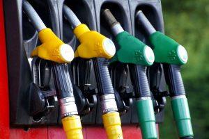 Il prezzo della benzina continua a salire
