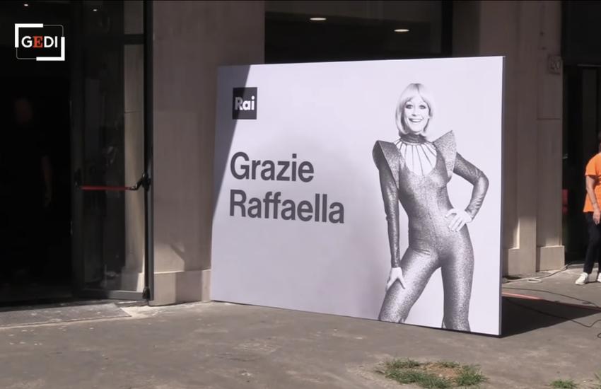Addio a Raffaelle Carrà: Corteo funebre dalla sua casa alla Rai – Video