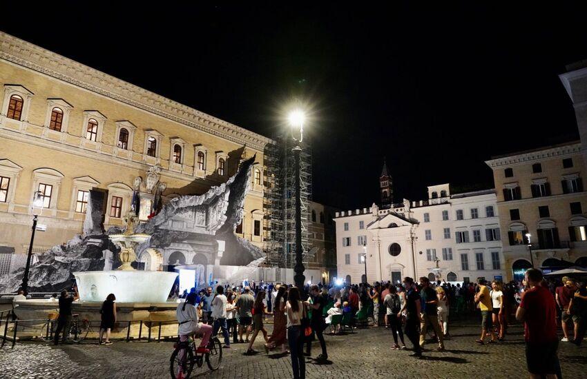 Roma, Torna a splendere Piazza Farnese