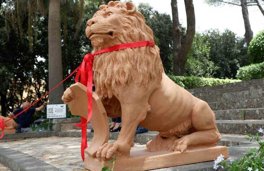 Caltagirone, i due leoni in terracotta della Villa comunale, restaurati, grazie al Lions Club – Foto gallery
