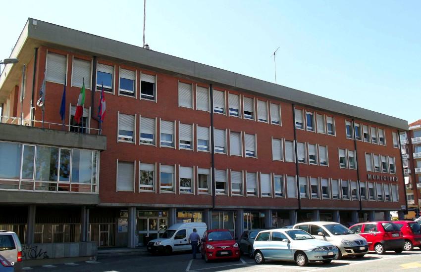Grugliasco, tenta di darsi fuoco in municipio: salvato dal sindaco