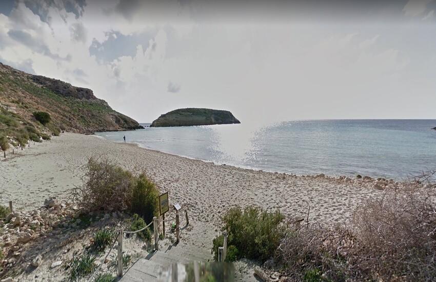 Spiaggia dei conigli – Accesso limitato e solo su prenotazione