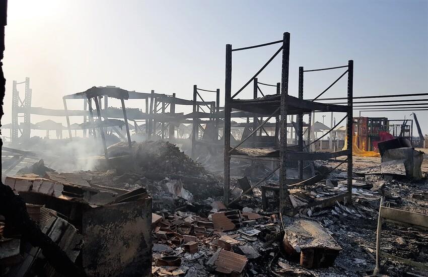 Il lido Le Capannine distrutto nell'inferno di Catania