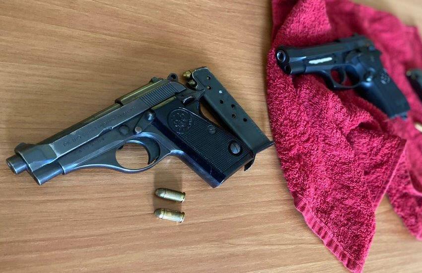 Tortonese, pistole illegali nascoste nel night: arrestato 60enne