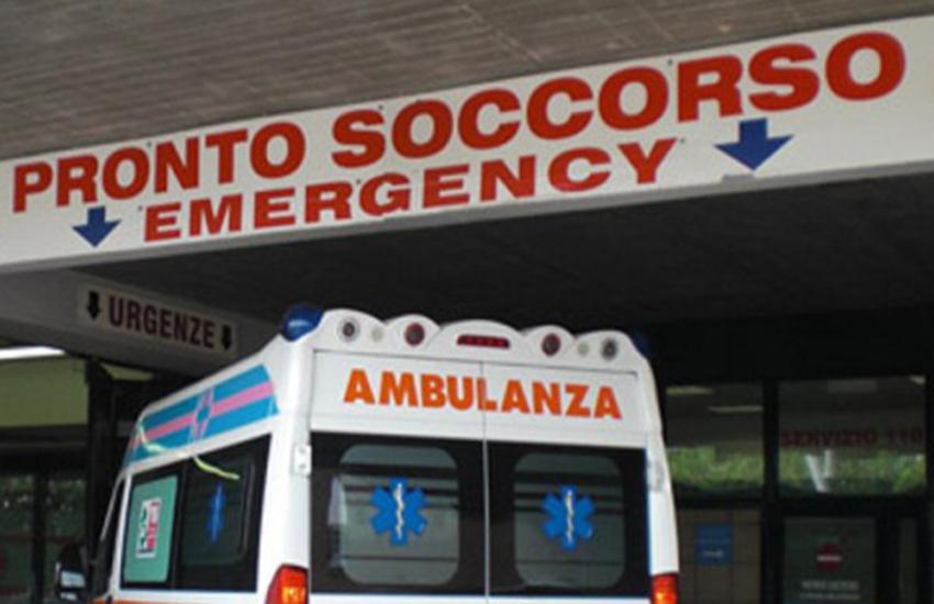 Grave incidente nel Salento. Auto si schianta contro un albero, conducente in rianimazione