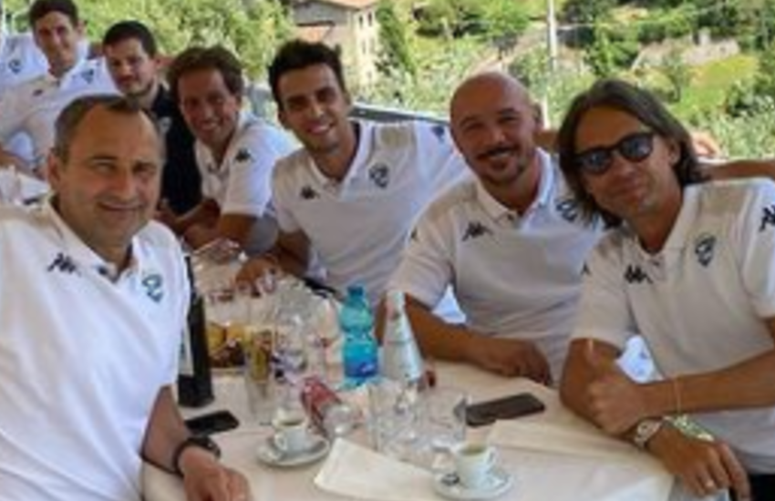 Inzaghi e l'addio al Brescia? Il tecnico e lo staff ci mangiano su nella cornice di Lago Moro