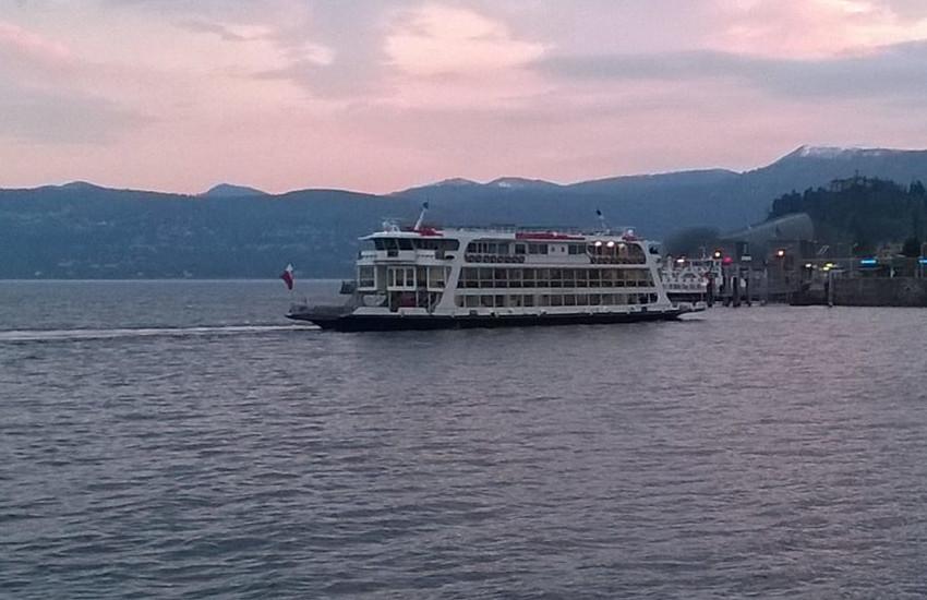 Giallo sul Lago Maggiore: 56enne di Arona (NO) scompare dopo l'imbarco sul traghetto