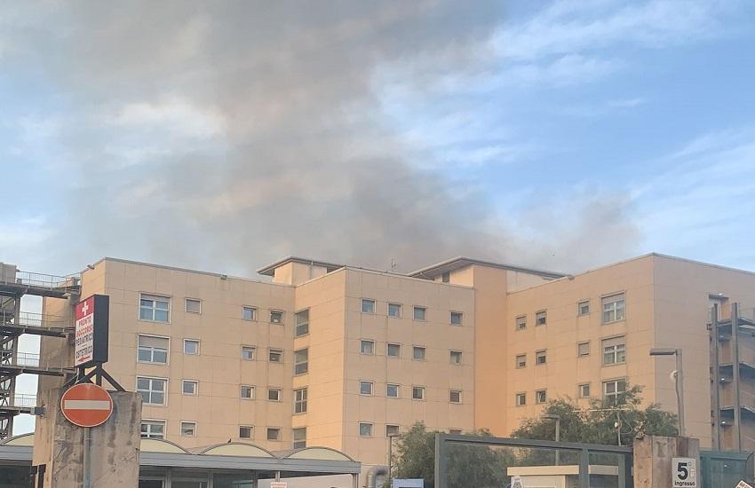 Coltre di fumo visibile dall'ospedale Garibaldi: vigili del fuoco sul posto – FOTO