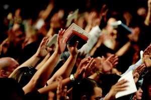 Facebook: arriva la chiesa virtuale (per i follower è il momento di una crisi mistica)