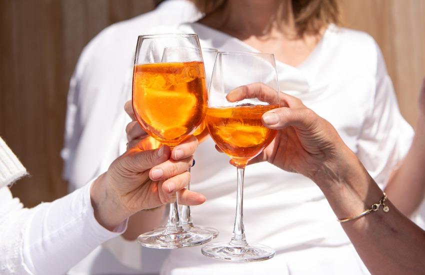 Torino, stop agli alcolici fuori dai locali da giovedì a sabato