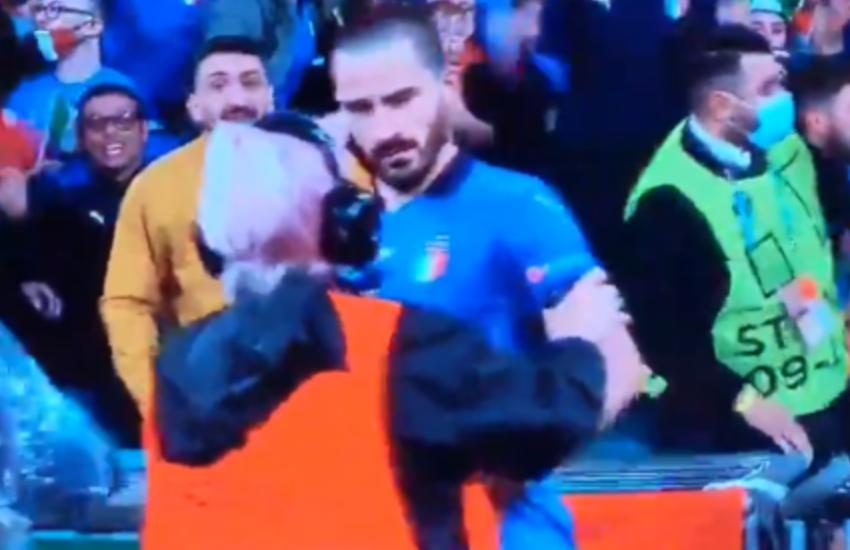 La notte di Wembley regala perle sul web: Verratti e l'invasore di campo, Bonucci placcato da una steward
